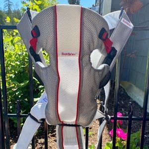 Baby Bjorn Carrier: Like New!